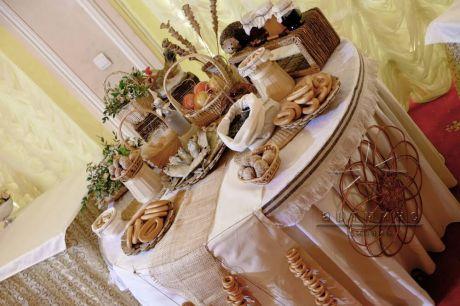 Украшение фуршетного стола (candy bar) в русском стиле на праздничном мероприятии
