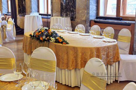 Классическая центральная цветочная композиция на стол