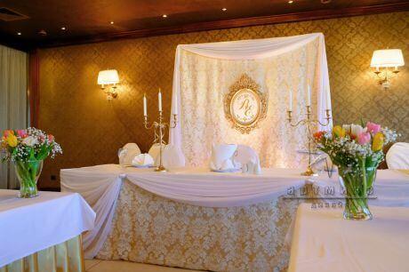 Изысканное оформление в классическом стиле ресторана Пьяццо Романо в Санкт-Петербурге