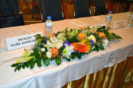 Оформление конференц-зала цветами