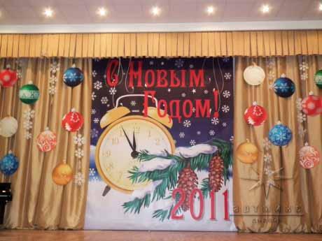 Новогоднее оформление на сцене
