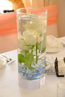 Композиции из живых цветов с необычным декором и подсветкой