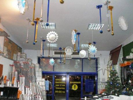Новогоднее оформление потолка торгового зала магазина К-Раута