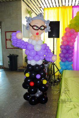 Из воздушных шаров можно создать фигуры самых различных персонажей