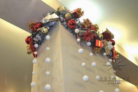 Новогоднее оформление колонны