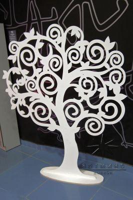 Ажурное дерево в белом цвете