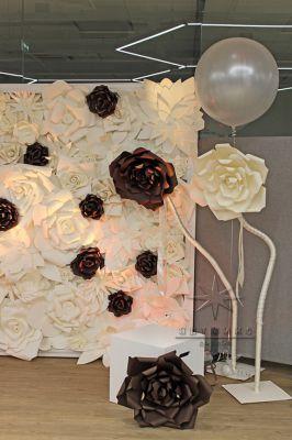 Гигантские цветы для декорации фото зоны