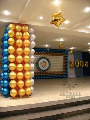 Праздничная колонна из шаров на юбилей завода