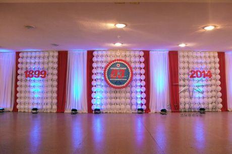 Праздничное украшение фойе ДК им. И.И. Газа для празднования юбилея Городской Станции Скорой   Медицинской Помощи в Санкт-Петербурге