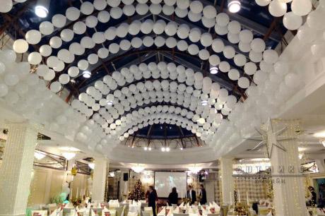 Оформление зала шарами на новый год