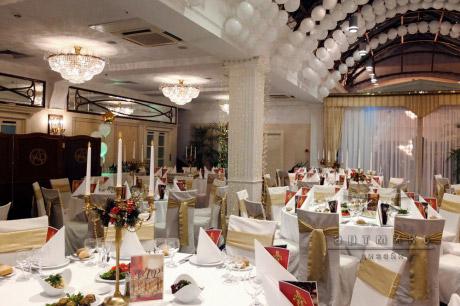 Новогоднее оформление столов гостей на корпоративное мероприятие