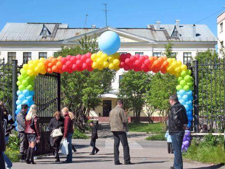 Оформление входа в парк воздушными шарами