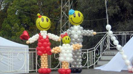 Оформление праздника в ЦПКиО им. С.М. Кирова на Международный социально-культурный фестиваль *Есть контакт!*