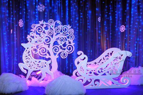ЗD фотозона - сани, олень, дерево, снежинки и сугробы
