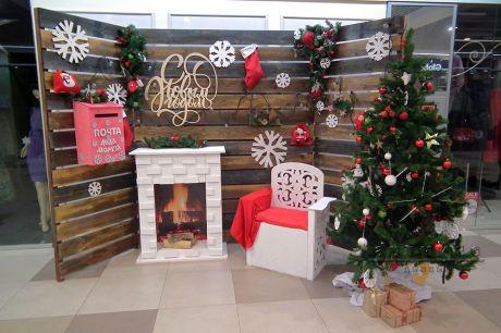 Фотозона на Рождество с фальш - камином