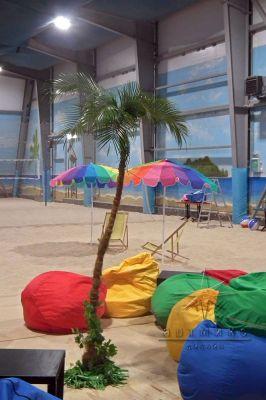Корпоративная вечеринка  с пальмами, зонтами и песком