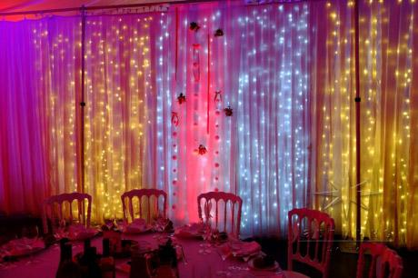 Украшение Новогоднего праздника с подсветкой стен