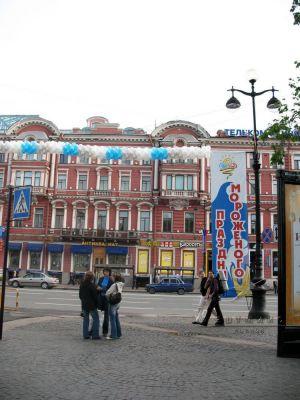 От оформления улицы зависит общая атмосфера праздника и восприятие зрителями