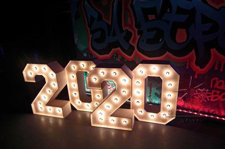 Фотозона на Новый год с объёмными цифрами