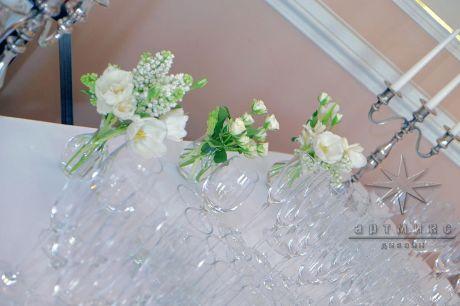 Тюльпаны в оформлении стола