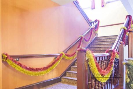 Оформление лестницы на Новогодний праздник