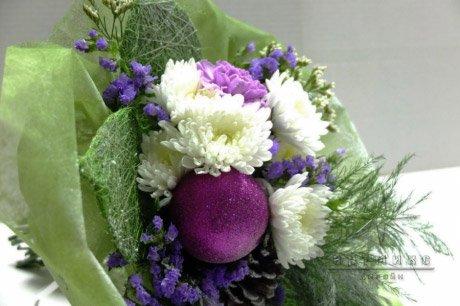 Яркий букет живых цветов посреди зимы – это всегда волнующее событие на вашем празднике
