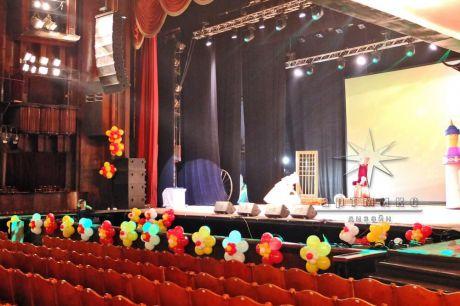 Оформление главной сцены воздушными шарами