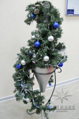 Новогодняя композиция для украшения праздника или офиса