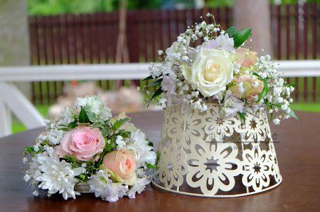 Ажурные вазы с живыми цветами