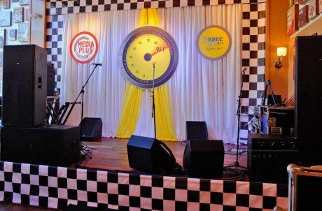 Оформление сценической площадки для  корпоративного мероприятия радиостанции Keks FM