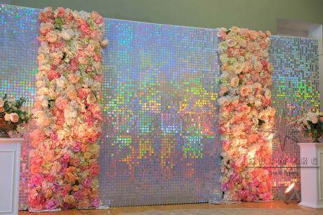 Перламутровая фотозона с цветочным панно