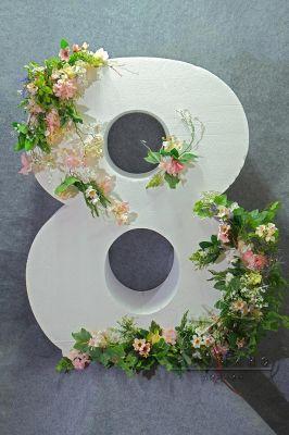 Фотозона на 8 Марта, цифра 8 с цветами