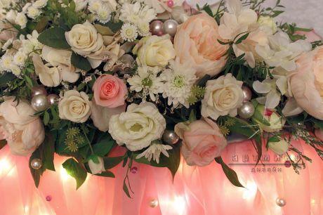 Цветы на столе именинницы