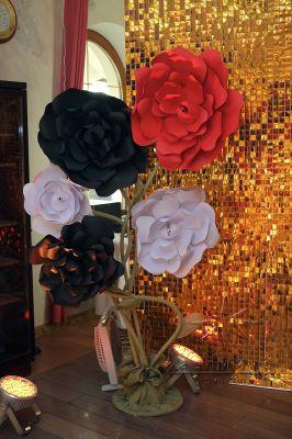 Большие картонные цветы для декора