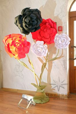 Декоративные большие цветы из дизайнерского картона