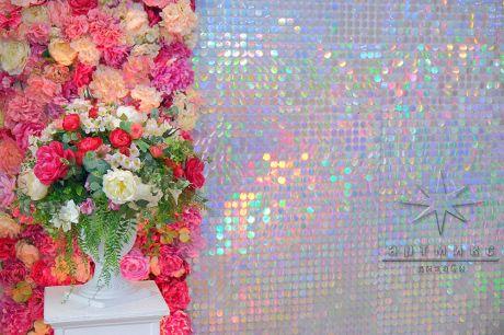 Текстильные цветы в оформлении фотозоны