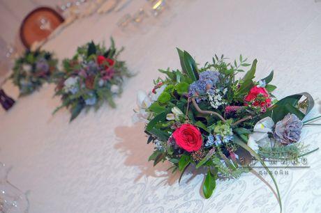 Цветочные композиции на праздничном столе