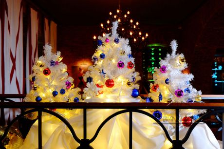 Новогодние ёлочки с украшениями в аренду