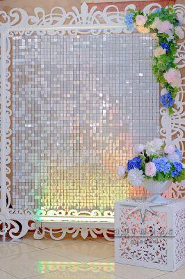 Нежная фотозона Ажурная рама с движущимися пайетками и цветами