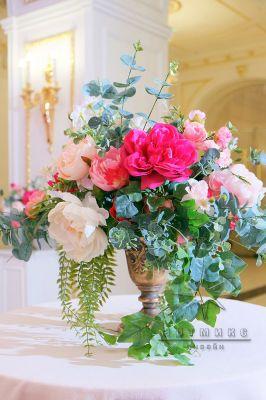 Украшение зала цветами во Дворце Сюзора