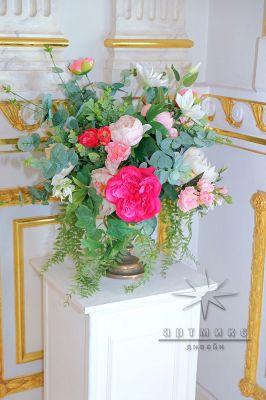 Цветы в оформление банкетного зала на юбилей