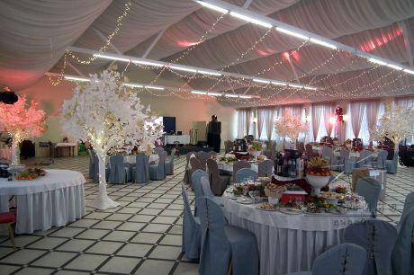 Оформление банкетного зала на юбилей в ресторане Стрельна