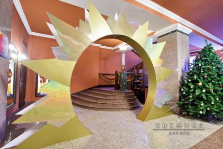 Новогоднее оформление арки в фойе