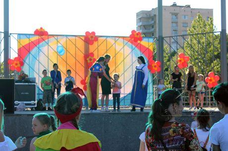 Оформление детской сцены на празднике города