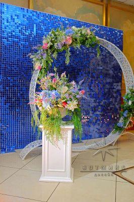 Фотозона Синие пайетки с круглой аркой