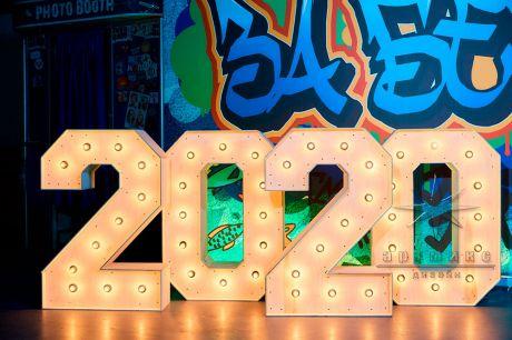 Фотозона на Новый год Цифры и граффити