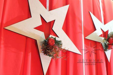 Красный тканевый фон со звездами для фотозоны на основе профессиональной JOKER системы