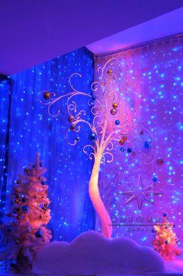 Объёмное дерево на синем фоне для новогоднего оформления А - Холла