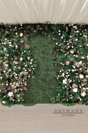 Фотозона из самшита с цветами и зеленью_1
