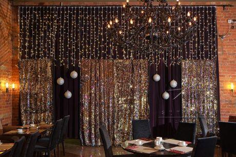Золотой занавес для новогоднего украшения зала